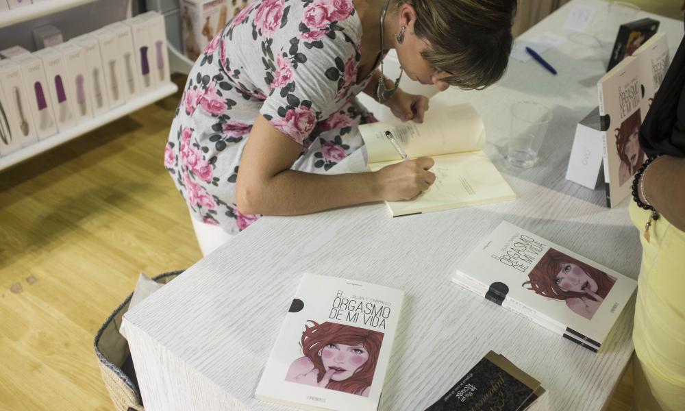 Firmando libros en Valencia